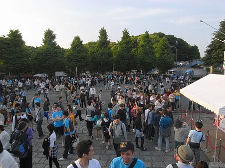 Perfumeライブに向かう人@代々木体育館05