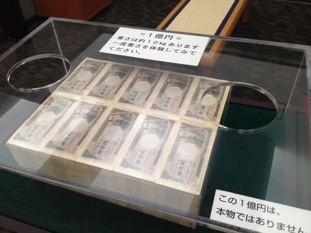 現金一億円の重さ・金塊の重さと大きさ・測り方・運ぶ方法