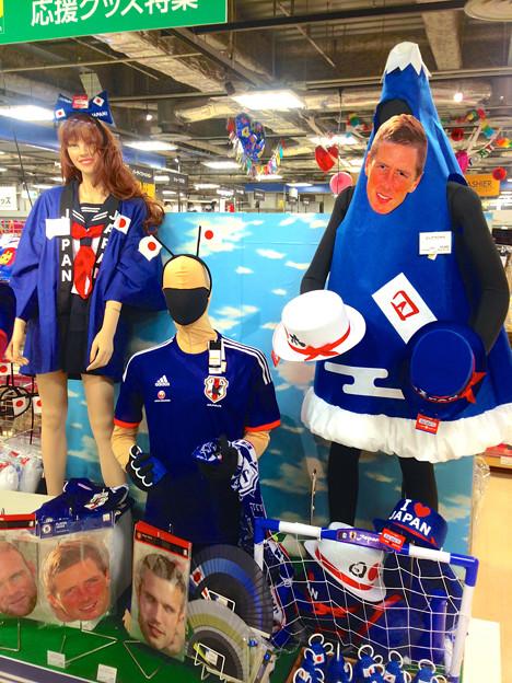 ロフト名古屋のサッカー日本代表応援グッズコーナーに「フジヤマ(富士山)」!?ww