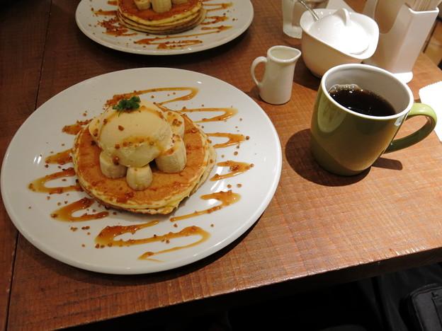 バナナのキャラメルパンケーキ (+コーヒー)
