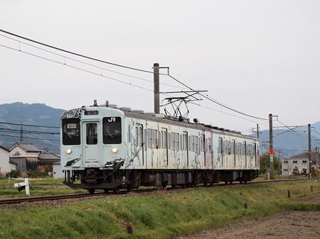 105系普通 鳥の切り絵みたいなラッピング 桜井線櫟本~天理