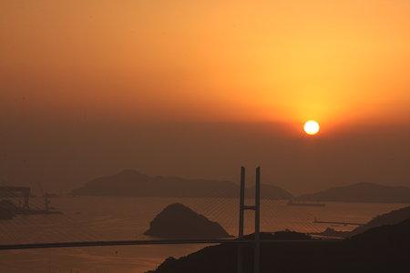 夕暮れ・霞む長崎港