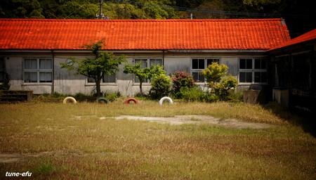 赤い屋根の校舎