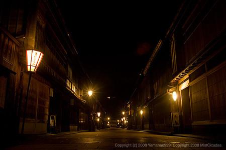 深夜のひがし茶屋街