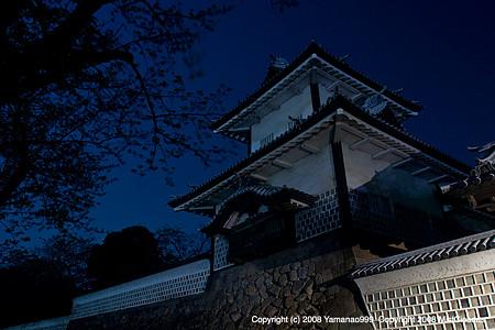 夜の石川門
