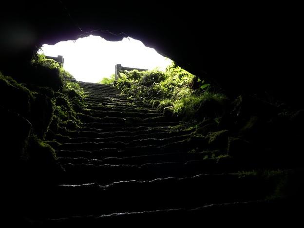 人穴洞穴脱出