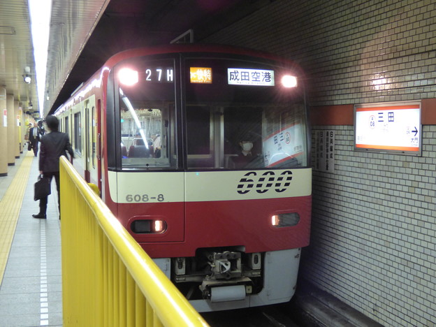 都営浅草線三田駅ホームにて(2)