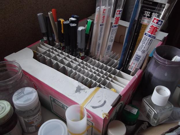筆やすり等の棒状工具の仕切り