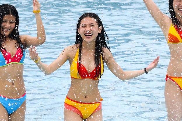 """广州数千比基尼美女?出""""海豚""""造型6"""