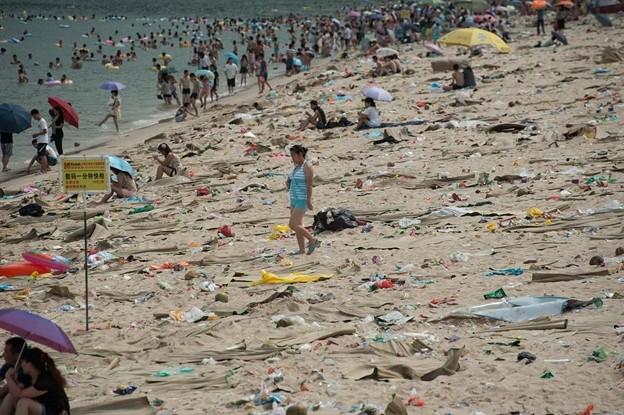 ゴミ捨て場か?な深圳の海水浴場(笑) (4)