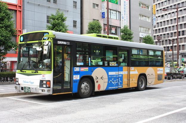 国際興業バス いすゞ・エルガ 6095号車 「富士火災」ラッピング