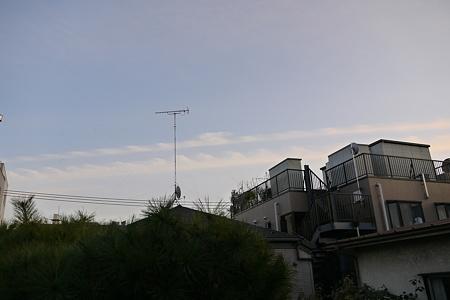 今日はやけに微震を感じるなぁと思ったらこんな空
