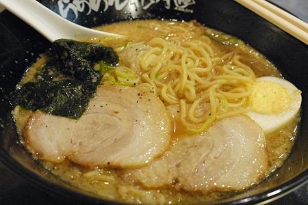 花月のげんこつラーメンの麺