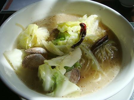 本日の麺:アサリとキャベツの辛味スープ