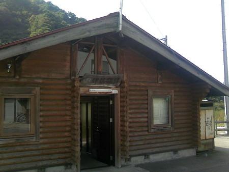 伊佐領駅の駅舎