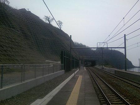 青海川駅脇の土砂崩れ跡
