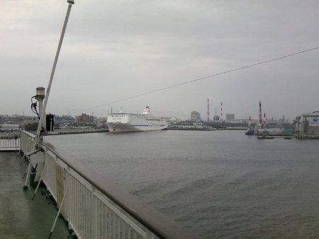 佐渡汽船から見る新日本海フェリー