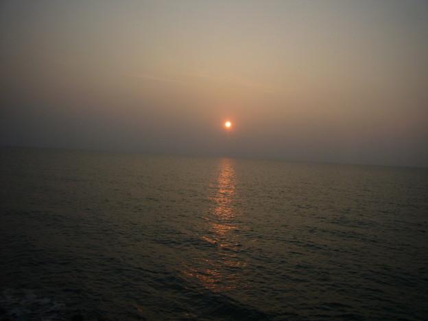 写真: オロロンラインからみた夕日