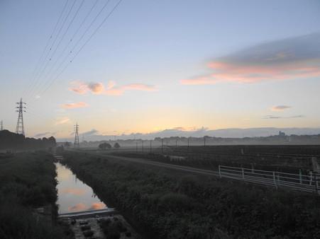 夜明け前の逢妻女川