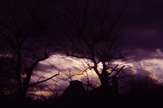 寒の戻った日の夕景