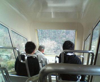 写真: 露天行きケーブルカー内部