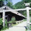 写真: 鶴の湯 入口