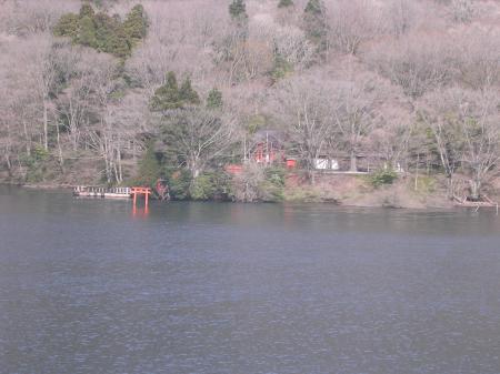 芦ノ湖の九頭竜神社。箱根神社から毎月13日だけ参拝できるらしい