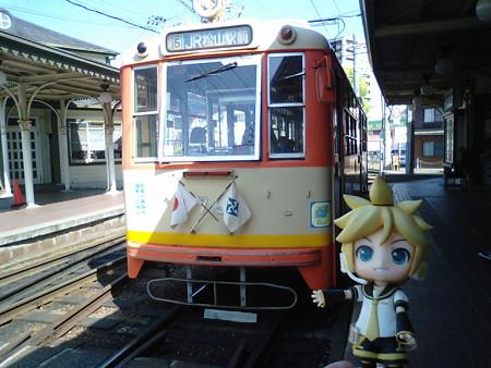 レン:「これは年代物の電車だね!」