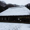 写真: 雪の古民家