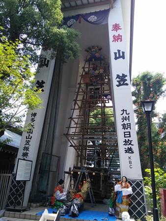 13_櫛田神社の飾り付け中の飾り山140624