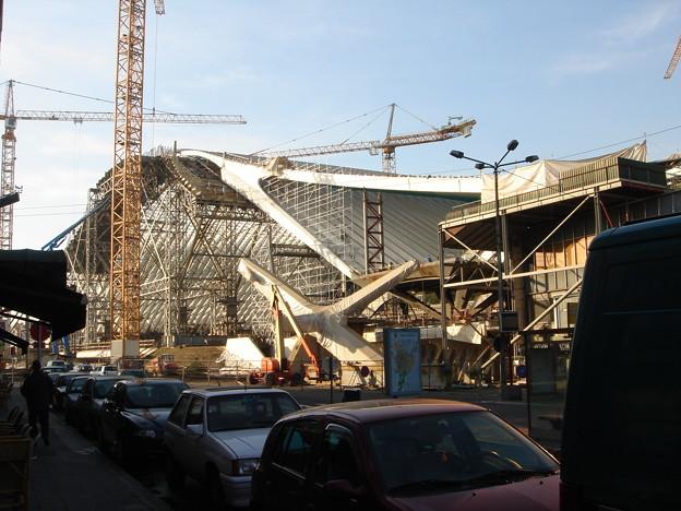 当時は新しい駅舎の工事中でした.