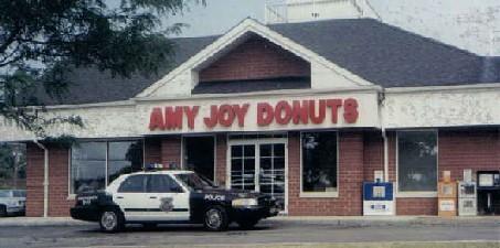 ドーナッツ店にパトカー