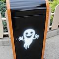 写真: ディズニーランドのゴミ箱(ハロウィーン仕様)・側面