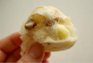 ホシノ丹沢でくるみチーズパンその2