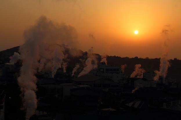 写真: 別府の朝焼け
