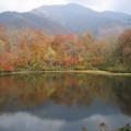 写真: 紅葉の刈込池と三ノ峰