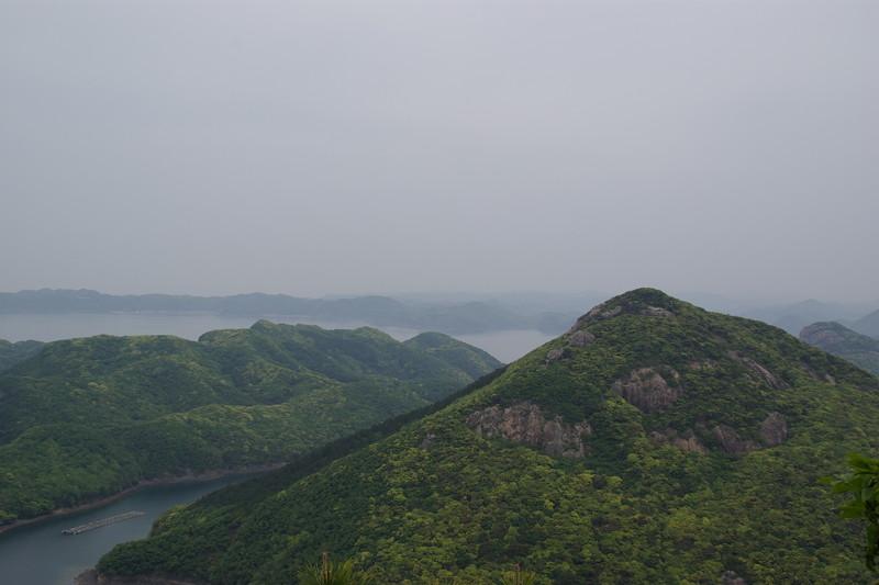 金田城から海峡を望む