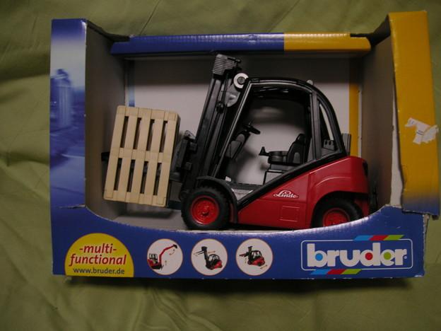写真: フォークリフトのおもちゃ
