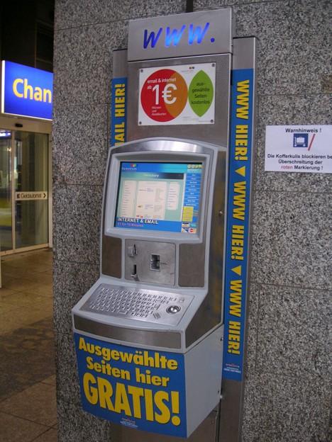 写真: 公衆パソコン