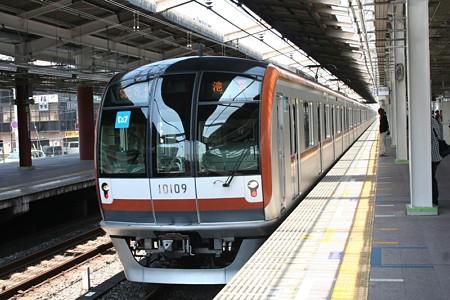 東京メトロ10000系(新線)池袋行き