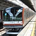 写真: 東京メトロ10000系(新線)池袋行き