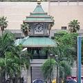 写真: バンコク伊勢丹前タイ文字時計