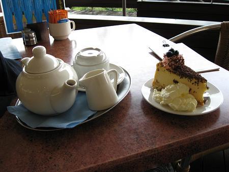 081123 ボードウォークカフェのチーズケーキと紅茶
