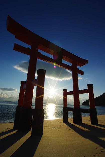 Photos: 鳥居の初日の出