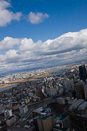 都市の晴れ間