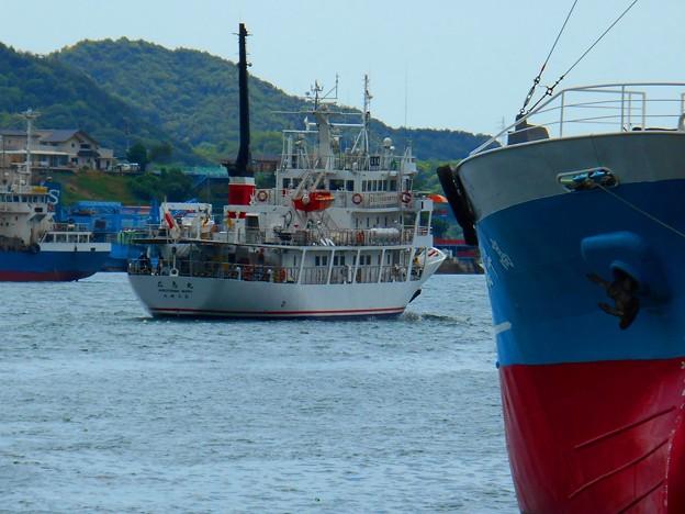 練習船広島丸の出航
