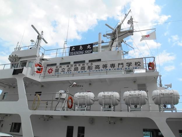 出港前の練習船広島丸