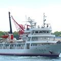 写真: 航海実習中の練習船・広島丸の出航