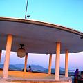 写真: 茜色に染まる千光寺公園展望台&瀬戸の島影