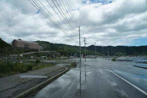 台風で浸水した女川町中心部(震災による地盤沈下)_120620_02